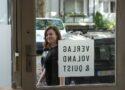 Katy Derbyshire vor dem Büro von Voland & Quist in Berlin Schöneberg