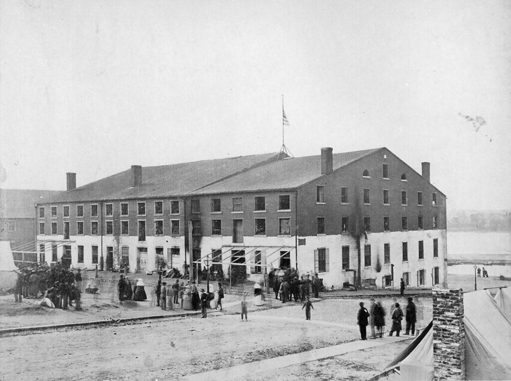 Das Libby-Gefängnis im April 1865